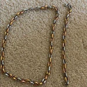 aefcad3edb337 Women Gucci Link Necklace Gold on Poshmark